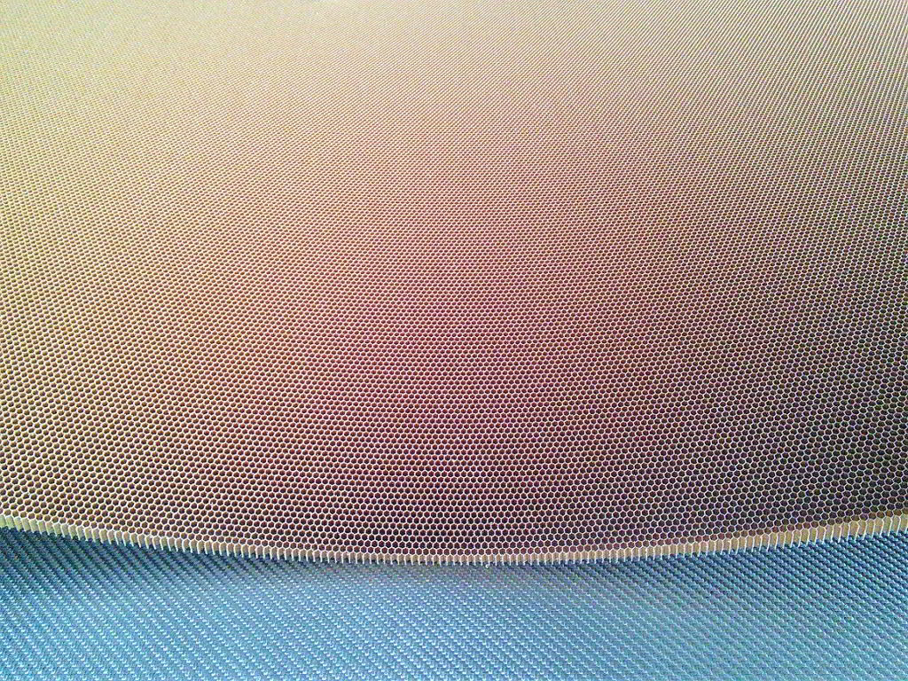 Nomex aramid honeycomb<br>Thickness 15 mm<br>Cell size 3.2 mm
