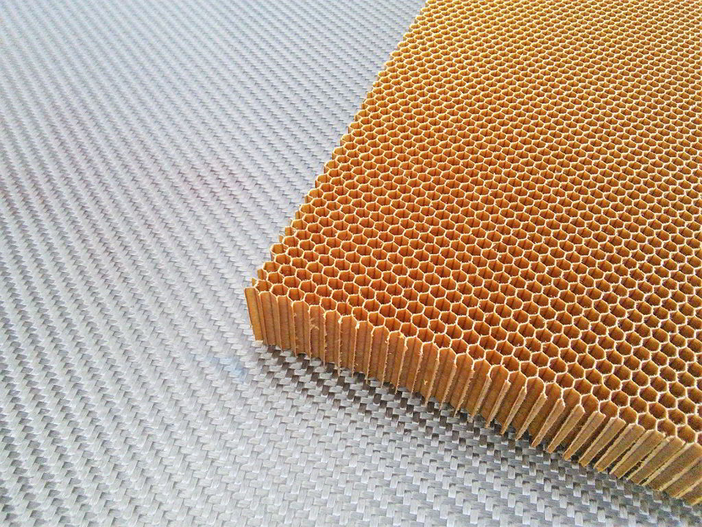 Nomex aramid honeycomb<br>Thickness 20 mm<br>Cell size 3.2 mm