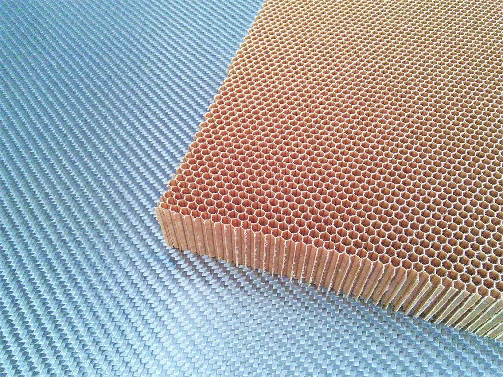 Nomex aramid honeycomb<br>Thickness 25 mm<br>Cell size 3.2 mm