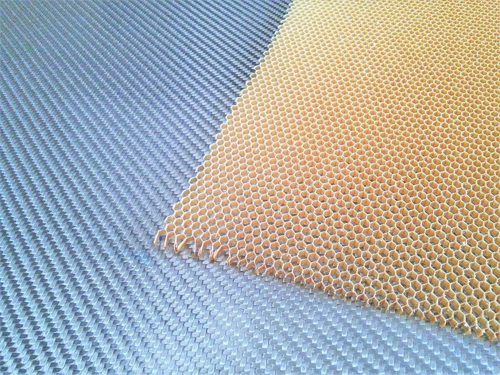 Nomex aramid honeycomb<br>Thickness 3 mm<br>Cell size 3.2 mm