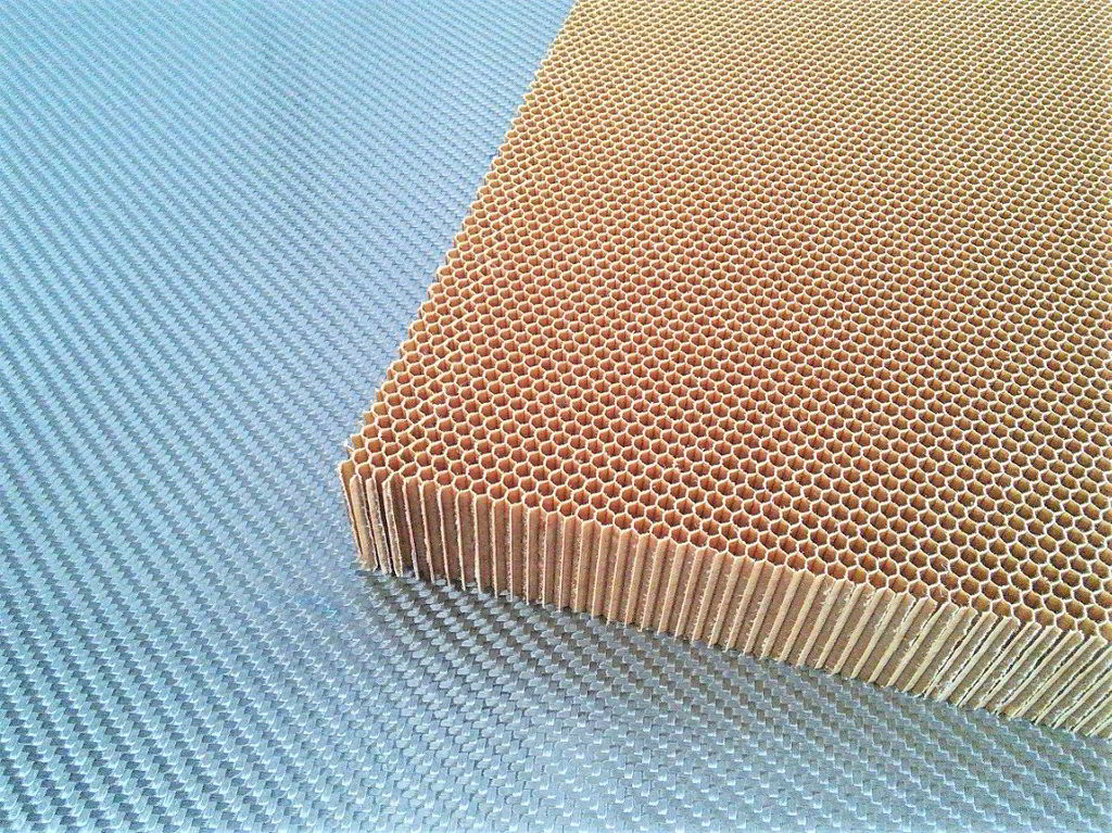 Nomex aramid honeycomb<br>Thickness 30 mm<br>Cell size 3.2 mm