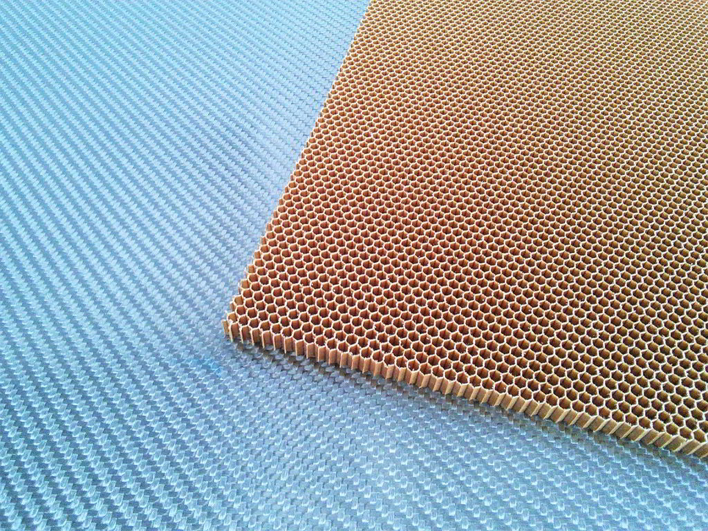Nomex aramid honeycomb<br> Thickness 5 mm<br>Cell size 3.2mm